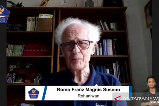 Romo Franz: Tingkatkan solidaritas agar terbebas COVID-19