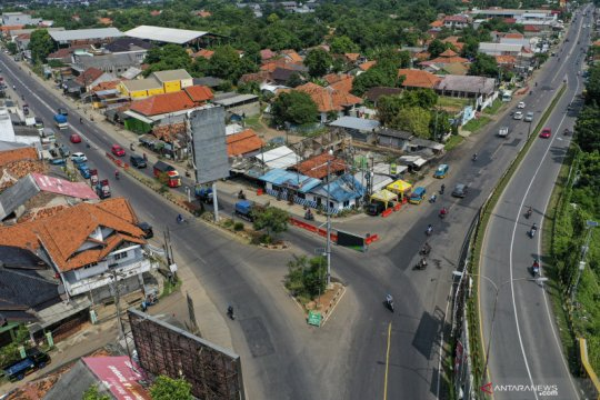 Lalu lintas di Simpang Jomin lancar