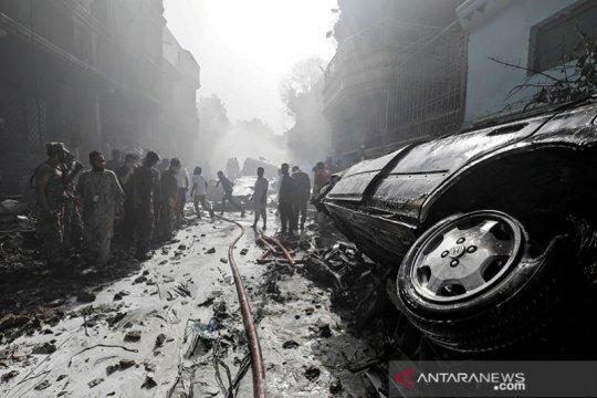 Pesawat PIA jatuh di Karachi, angkut sekitar 100 orang di dalamnya