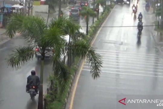 Pulau Bintan diperkirakan diguyur hujan pada Lebaran hari pertama