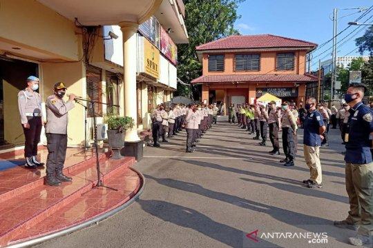 Polrestro Jakarta Barat terjunkan 345 personel patroli malam takbiran