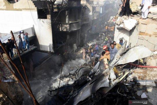 Keluarga korban berduka atas kecelakaan pesawat di Pakistan