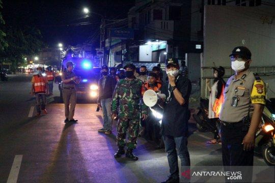 Petugas patroli antisipasi takbiran keliling di Jakarta Timur