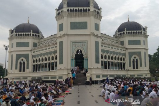 Khatib Masjid Raya Medan ajak jamaah doakan COVID-19 segera berakhir