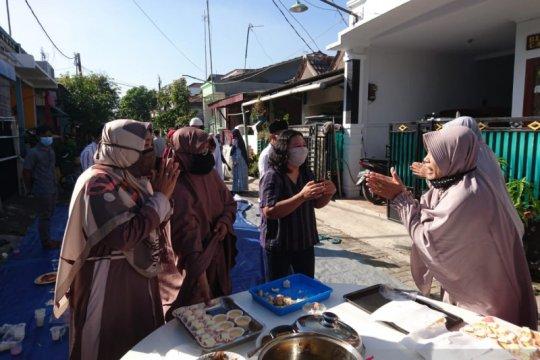 Patuhi protokol COVID-19, warga Kabupaten Bekasi-Jabar bermaaf-maafan