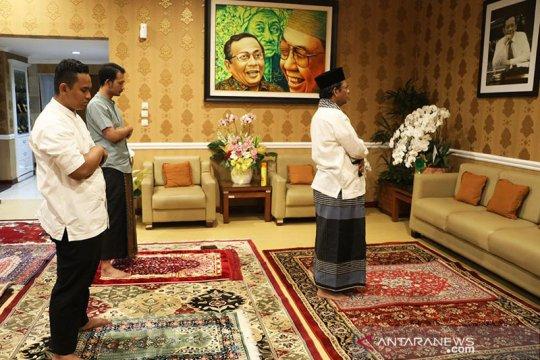 Mahfud MD laksanakan shalat Id di rumah dinas