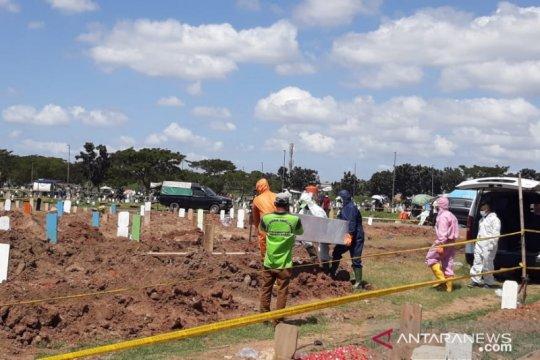 Pemakaman jenazah COVID-19 di TPU Tegal Alur meningkat di akhir tahun