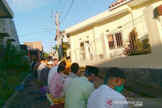 Muslim di Garut terapkan aturan kesehatan saat Shalat Id berjamaah