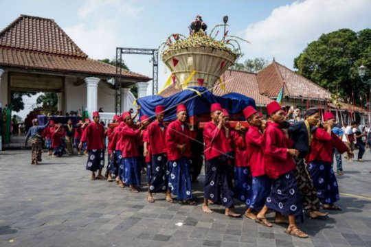 Keraton Yogyakarta bagikan 2.700 tangkai rengginang