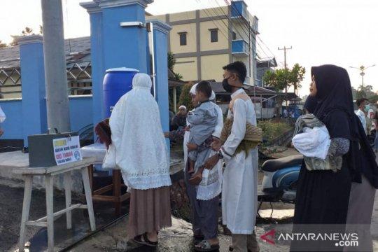 Dengan protokol kesehatan, umat Muslim Belitung  shalat Idul Fitri