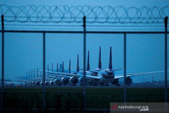Deretan pesawat terbang Thai Airways yang terparkir saat wabah COVID-19