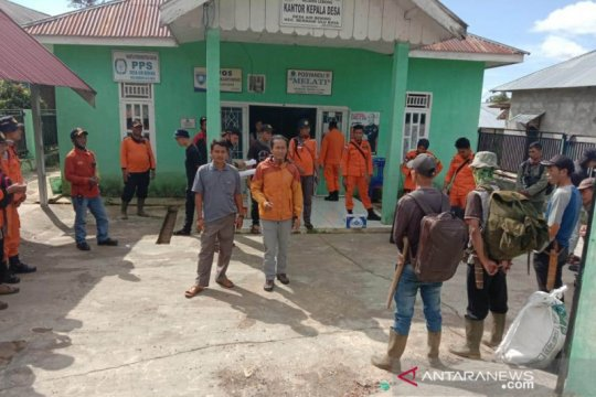 Polisi dan Basarnas cari warga hilang di Hutan Lindung Bukit Daun