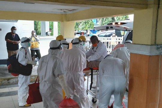 Wali Kota Tikep dirujuk ke Ternate gunakan protocol COVID-19