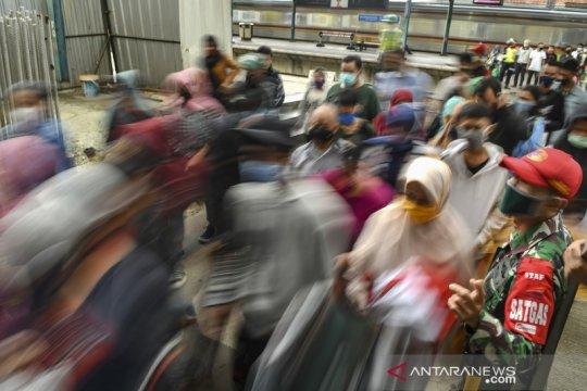 Penurunan jumlah penumpang KRL saat libur lebaran