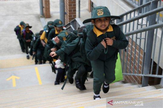 Legislator minta pemerintah pertimbangkan rencana pembukaan sekolah