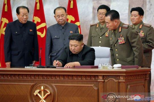 Kim Jong Un tinjau area terdampak topan, ganti ketua partai setempat