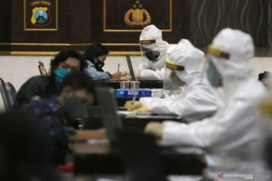Warga terpapar COVID-19 di Surabaya diusulkan diberi tanda khusus