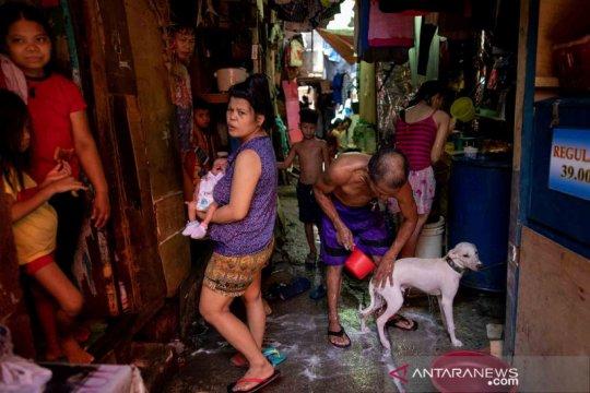 Manila kembali bergeliat sekalipun ancaman virus tetap membayang