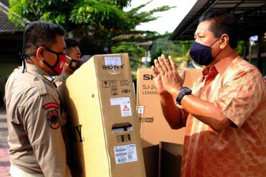 Wali Kota Magelang beri hadiah personel Satpol disiplin masuk kantor