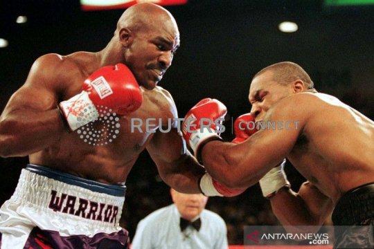 Holyfield desak Mike Tyson tanda tangani kontrak duel
