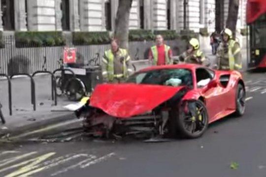 Rapper Swarmz kecelakaan saat kendarai Ferrari 488 di London