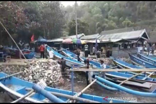 Nelayan di Gunung Kidul diimbau tidak melaut karena gelombang tinggi