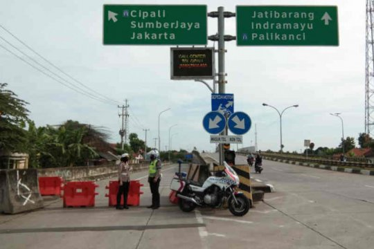 Polresta Cirebon batasi akses pintu tol arah Jakarta