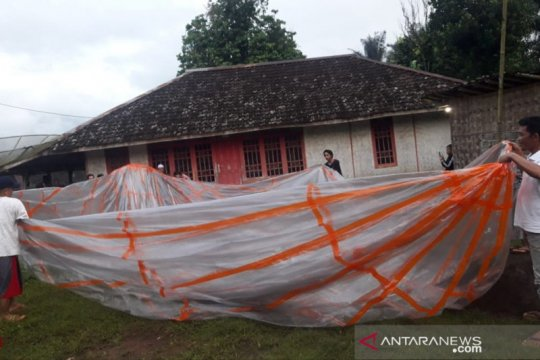 Warga selatan Cianjur temukan balon udara berukuran besar