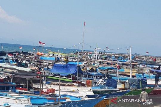 Nelayan NTT berhenti beroperasi akibat gelombang laut