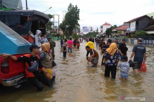 Banjir memaksa 605 warga Samarinda mengungsi