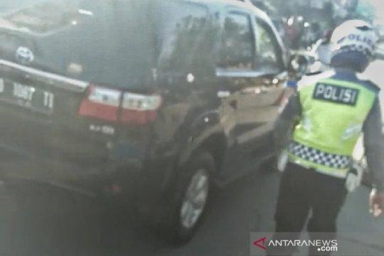 Polisi ngamuk di Pos PSBB Bandung berencana kunjungi orang tua