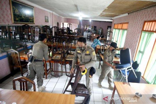 Petugas gabungan lakukan penertiban restoran di kawasan Puncak Bogor