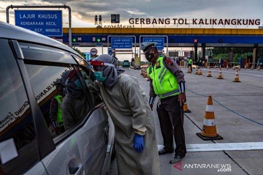 Penyekatan arus balik di gerbang tol Kalikangkung Semarang