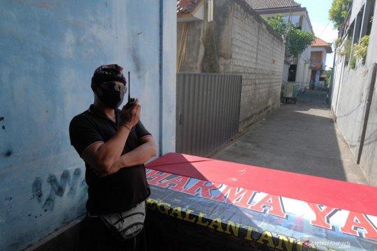 Seorang warga positif COVID 19, satu kawasan di Denpasar diisolasi total Pecalang