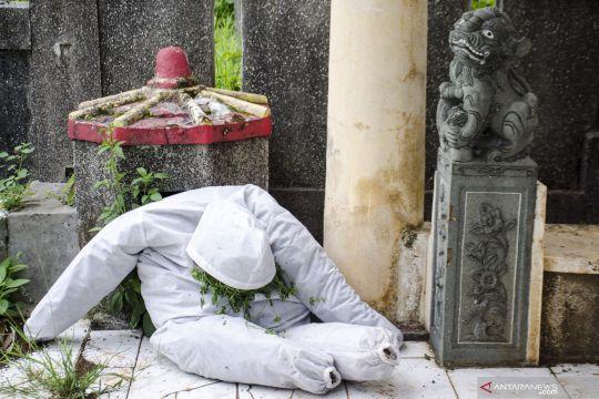 Ziarah kubur ke makam COVID-19