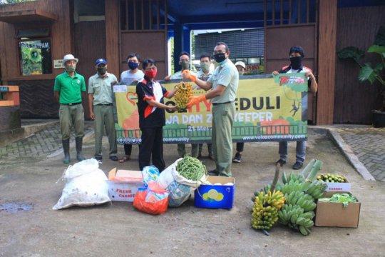 Velozity berikan donasi ke 11 kebun binatang di Indonesia
