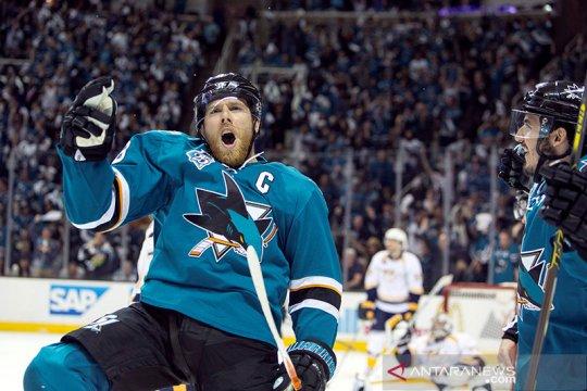 NHL lanjutkan kompetisi langsung ke playoff di dua kota