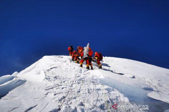 Puncak baru Gunung Qomolangma 8.848 mdpl, paling tinggi di dunia