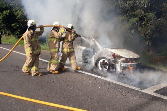 Pengendara selamat dalam kebakaran mobil di KM3 Tol Halim