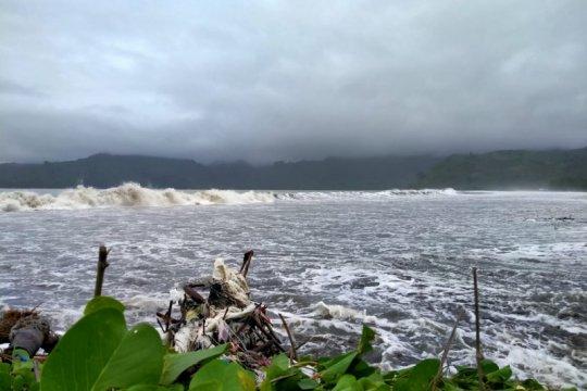 Banjir rob terjang lima kawasan pesisir Tulungagung