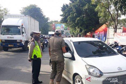 Puluhan pengendara dari luar Jabodetabek ditolak masuk Jakarta