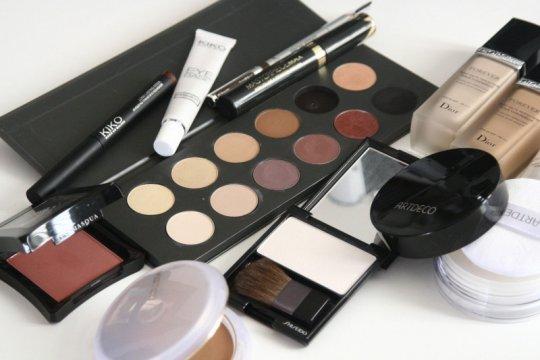 """Cara mengetahui produk """"makeup"""" yang kedaluwarsa"""