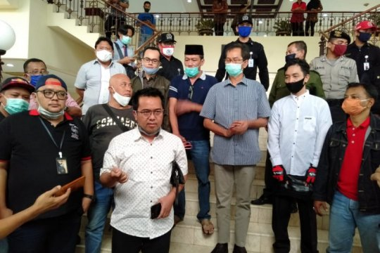 Sejumlah elemen masyarakat Surabaya minta PSBB III dihentikan