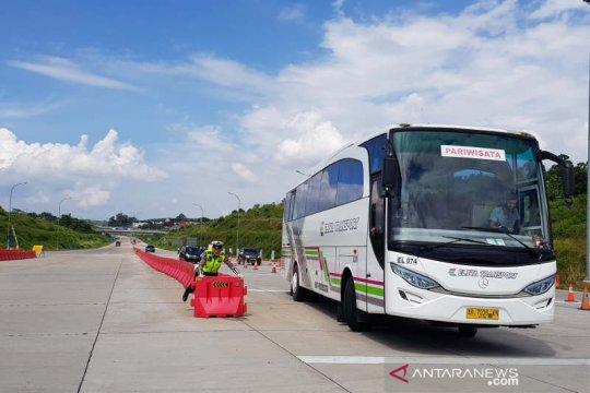 Hampir 1.000 kendaraan diputar balik di Gerbang Tol Kalikangkung