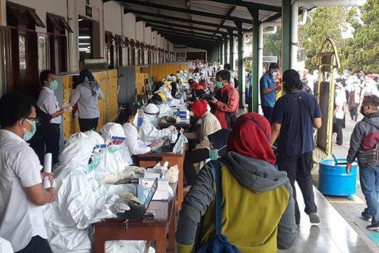 Pemkab Madiun rapid test ratusan karyawan pabrik rokok