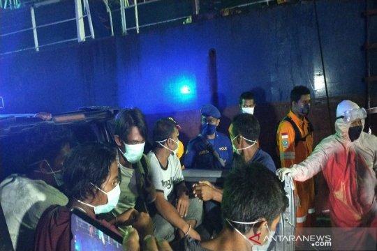 Kapal Bunga Rosia tenggelam di Laut Kabaena Sultra, Enam ABK selamat