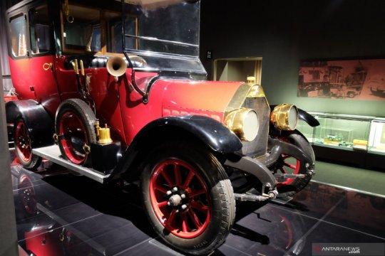Sejarah mobil pertama Mitsubishi, dibuat pakai palu dan pahat