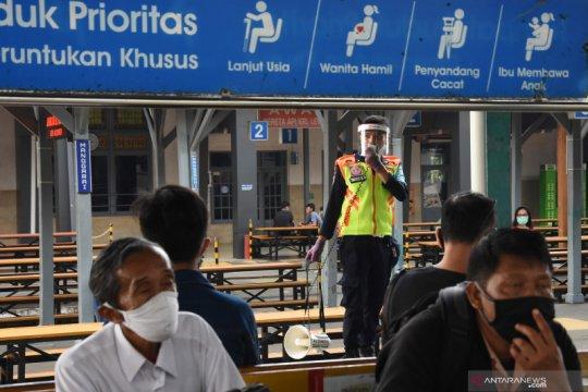 Jelang tatanan normal baru di Stasiun KRL