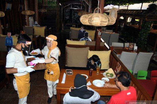 Penerapan protokol kesehatan di restoran