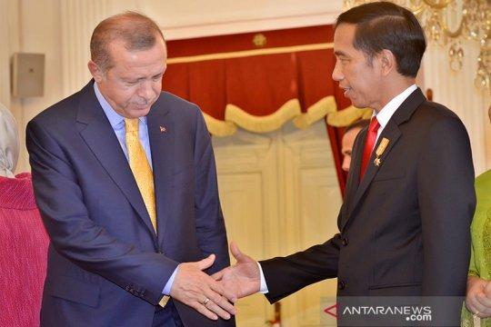 Jokowi-Erdogan ucapkan selamat Idul Fitri dan bahas COVID-19